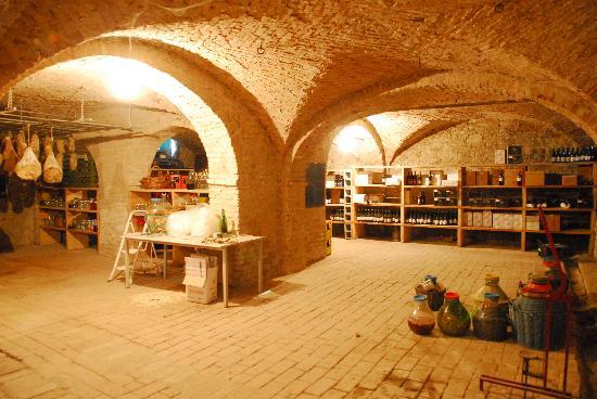 Fiorenzuola d'Arda, Italy: cantine