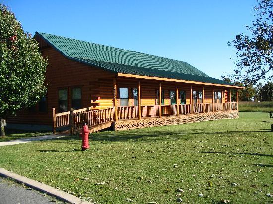 Tenkiller Lodge: Log Event Hall Exterior