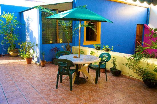 Casa Vilasanta: Rear patio with umbrella table upstairs
