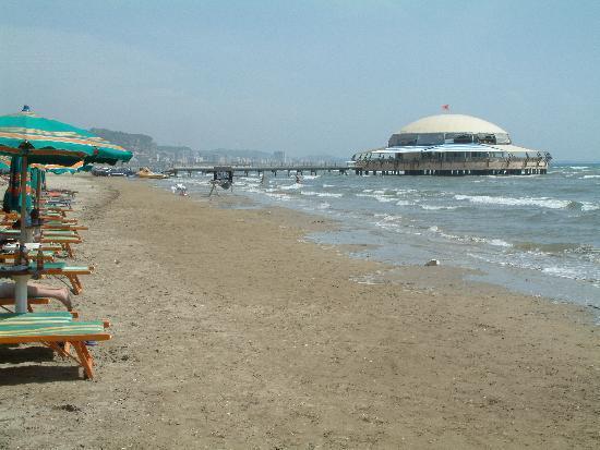Durrës, Albanien: Durres beach