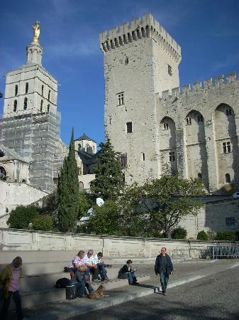 Cathédrale Notre-Dame-des-Doms : The enormous Papal Palace dwarfs the cathedral next door.