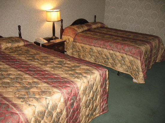 Monticello Hotel: A typical room