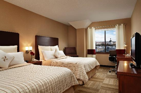 Four Points Hotel and Suites Kingston: Double Guestroom