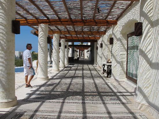 Las Ventanas al Paraiso, A Rosewood Resort: near the entry of the hotel