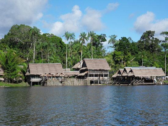Reserva Natural Marasha : marasha lodge from the lake