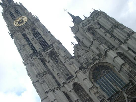 Liebfrauenkathedrale (Onze-Lieve-Vrouwekathedraal): コメントを入力してください (必須)