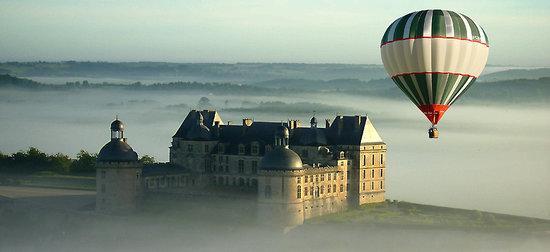 Juillac, Frankrijk: Vol sur le château de Hautefort en Dordogne (24)