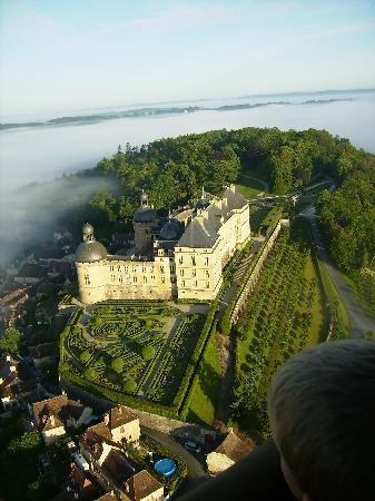 Juillac, Frankrijk: Chateau de Hautefort vue depuis la montgolfière (24)