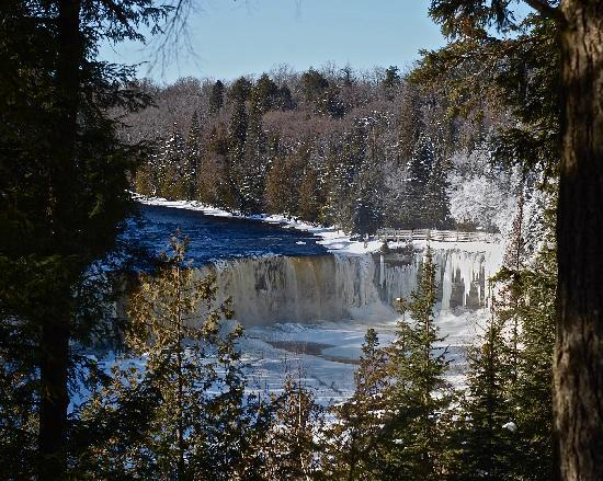 Tahquamenon Falls State Park: Winter Wonderland