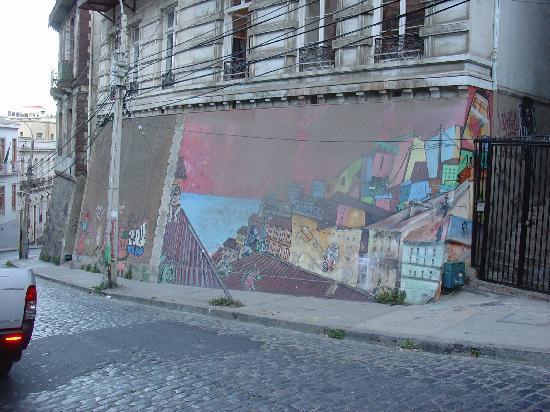 Hotel Da Vinci Valparaiso: Street art