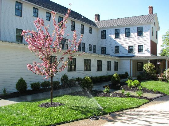 Woodbound Inn: Spring at the Inn