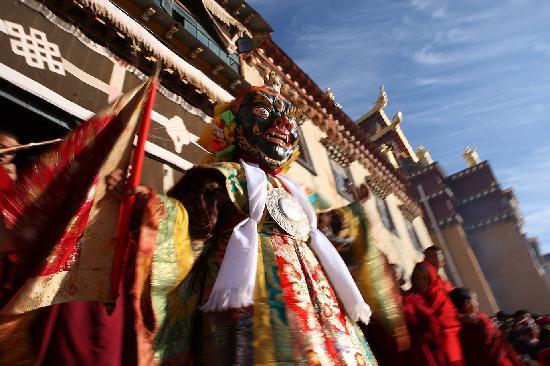 Songtsam Shangri-la (Lugu) Hotel: festival at Songzanlin Monastery
