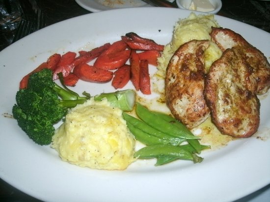 Grand Lux Cafe: Pan roasted chicken with mashed potatoes and veggies