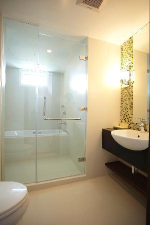 Legacy Suites Sukhumvit by Compass Hospitality : Superior Studio - Bathroom