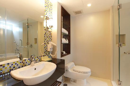 Legacy Suites Sukhumvit by Compass Hospitality: Deluxe Studio - Bathroom