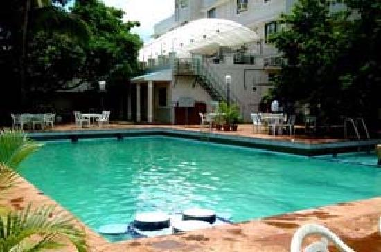 Hotel Ravikiran : Swimming Pool