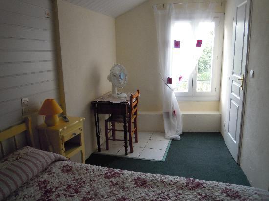 Hotel du Viaduc : vista della piccola stanza