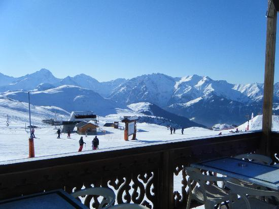 Neilson Chalet Hotel Escapade: One of the many bars on the slopes