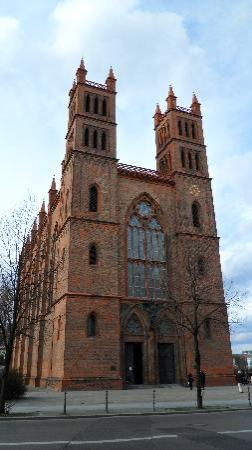 Berlin, Almanya: La chiesa