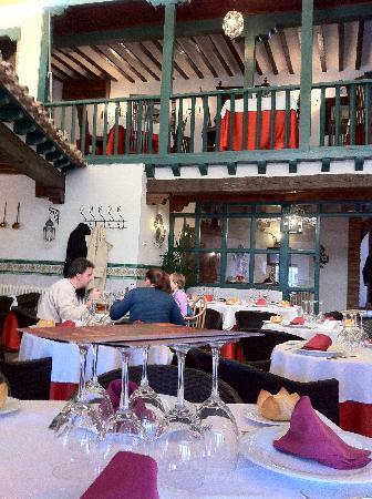 La Columna: Patio del restaurante
