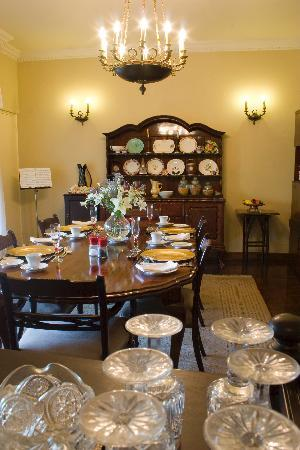 Fiddlers Rest: gracious dining room