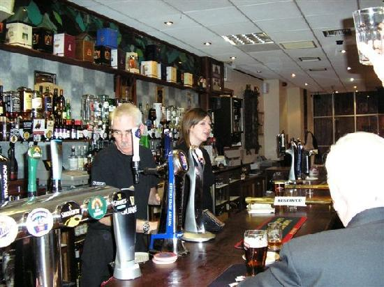 Leapark Hotel: The bar with friendly staff