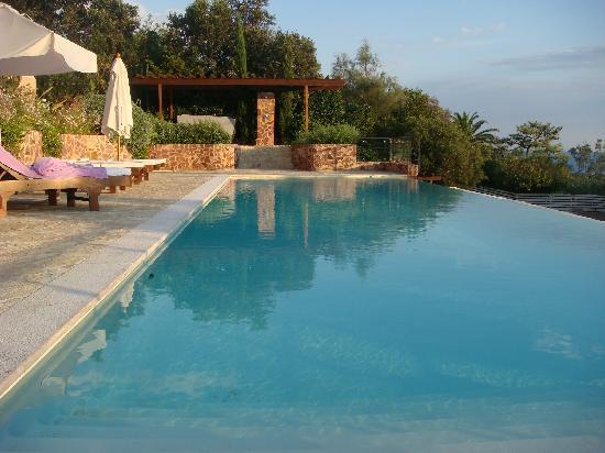 Hotel Tiara Yaktsa Cote d'Azur.: Pool