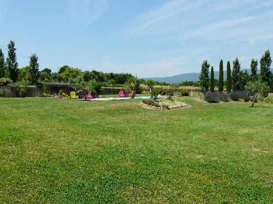 Le Mas du Grand Luberon: Piscine et Jardin