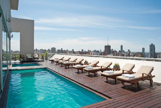 Hollywood Suites & Lofts: Terraza y pileta climatizada