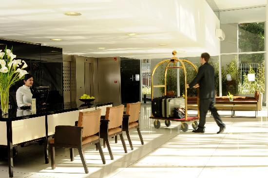 Hollywood Suites & Lofts: Lobby