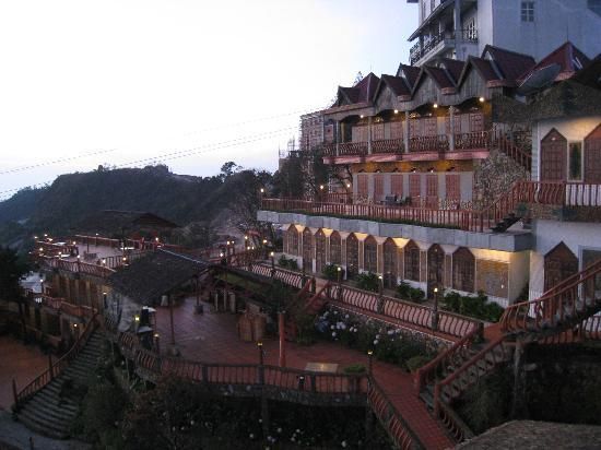 Ba Na Hills Mountain Resort: Looks great on the outside