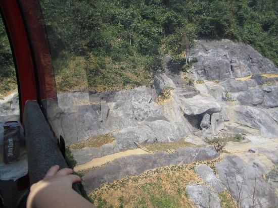 Ba Na Hills Mountain Resort: Fake rock formation.