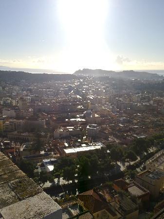 Cagliari, Italia: vista dalla terrazza: la sella del diavolo
