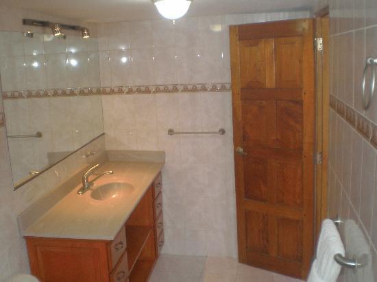 Hotel Casablanca: Otra parte de baño suite