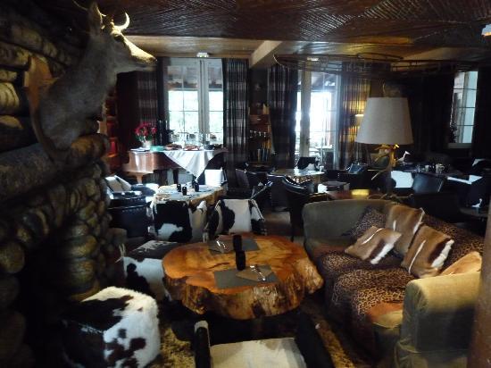 Lodge Park: Esprit trappeur pour le lobby-bar
