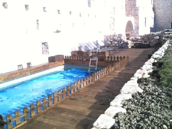 La Rocca dei Trinci: piscina