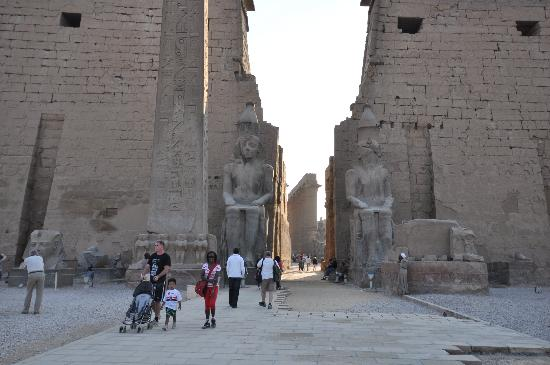 Egypt Tours Portal Day Trips: Front, Luxor Temple, 3Jan2011