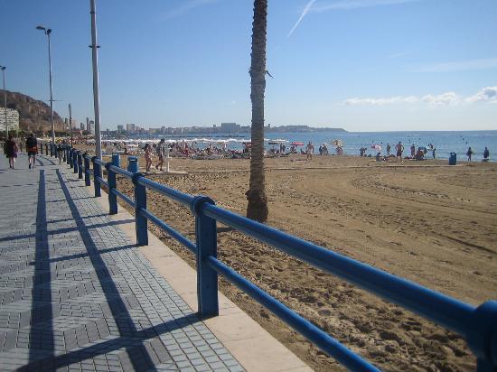 Hotel Maritimo: THE BEACH!