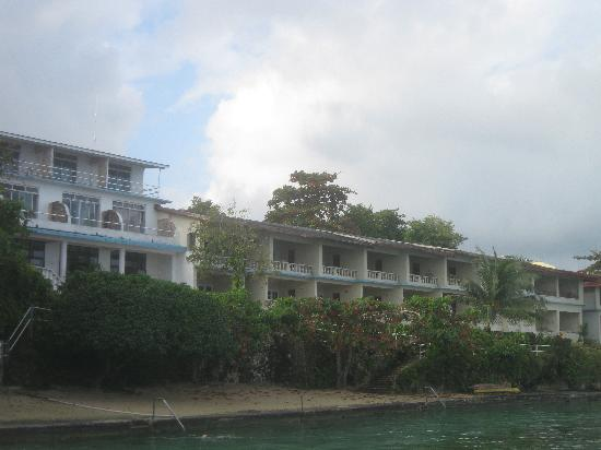 Silver Seas Resort Hotel: View of hotel from the water