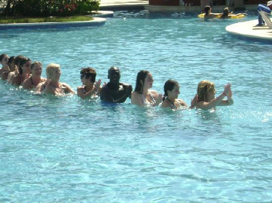 Grand Bahia Principe La Romana: Gimnasia en la piscina
