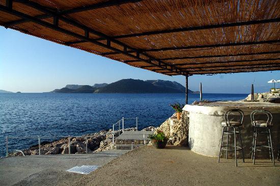 Diva Residence Hotel: Le bar de la résidence sur le bord de la plage
