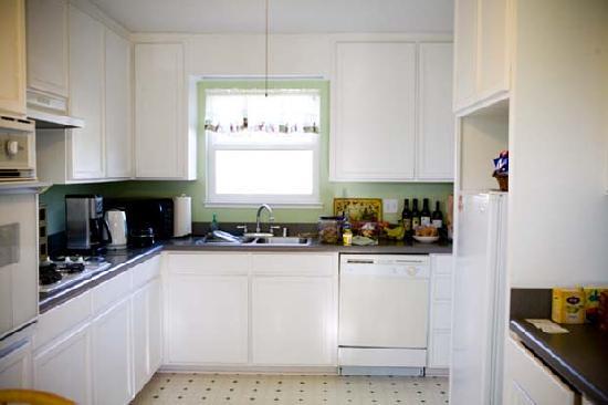 Casa Bella Inn: Kitchen