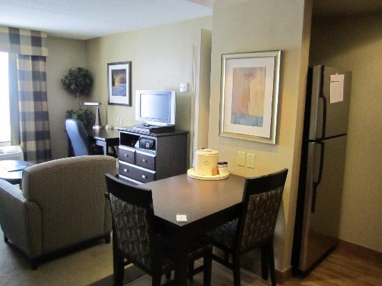 Homewood Suites by Hilton London Ontario: Living Room