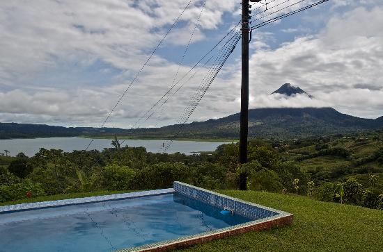 Essence Arenal Boutique Hostel: Vista sul Vulcano e il lago