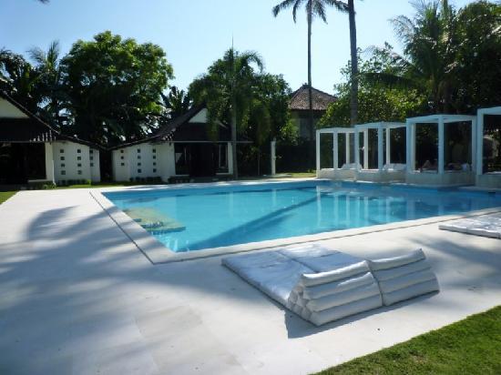 Le 48, Zen & Happy Rezort: jardin et piscine