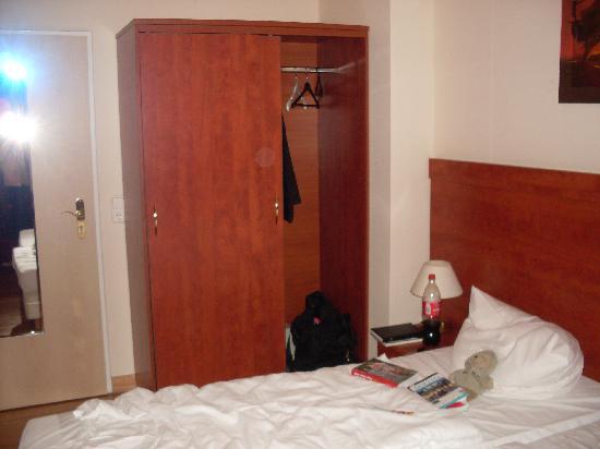 Astrid Hotel am Kurfürstendamm: Closet - single room