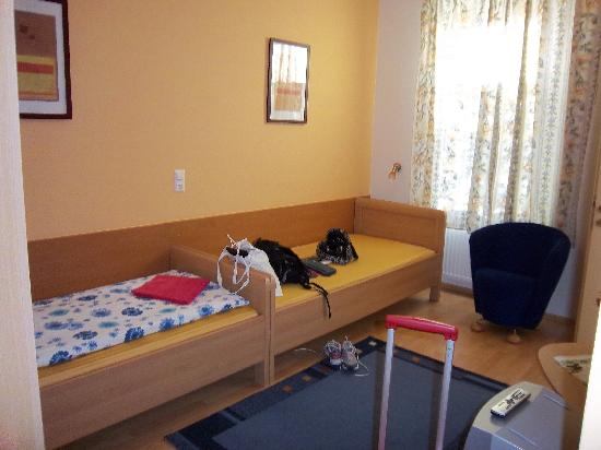 Bag & Map Apartment Guesthouse: Double room facing inner courtyard.