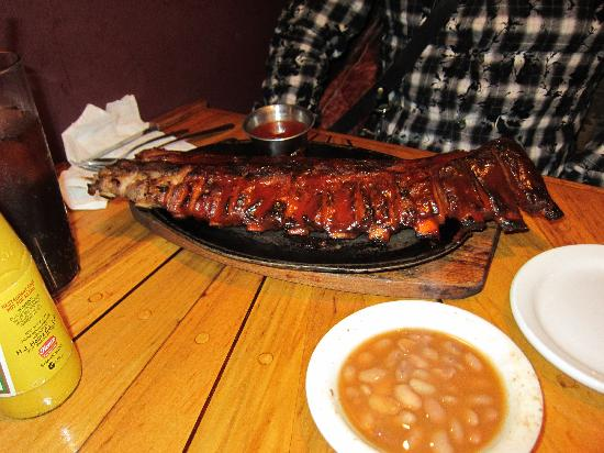 Silver Saddle Steak House: リブステーキですが食べ切れません!