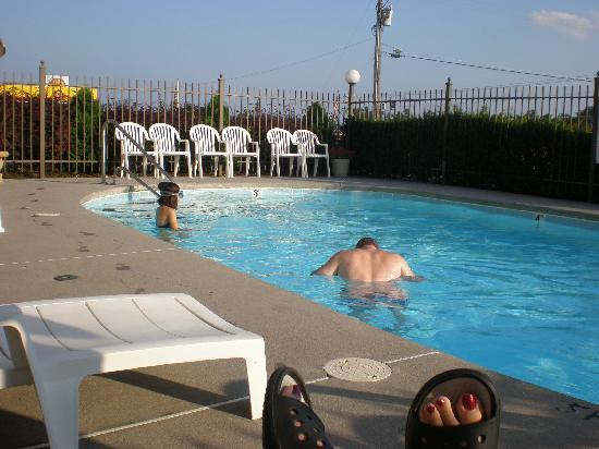 Econo Lodge : Pool!