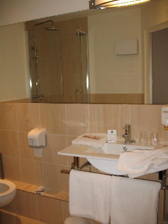 Hotel le Clocher de Rodez: Salle de bain
